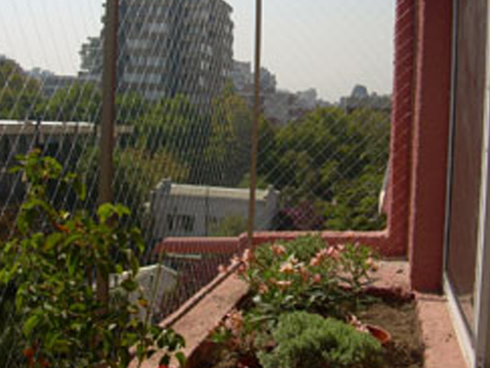 Como cerrar un balcon para gatos simple balcones redes de for Como cerrar un balcon